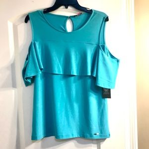 New VINCE CAMUTO turquoise cold shoulder top. L
